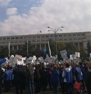 Sindicalistii acuza Guvernul de santaj: Romania va deveni o lada de gunoi a conditiilor de munca