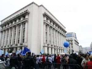 Sindicalistii au luat cu asalt Ministerul Muncii