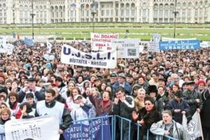 Sindicatele reiau luni protestele fata de Codul Muncii