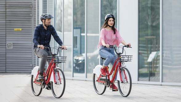 Sistemul de bike sharing a ajuns si in Romania: Descarci aplicatia, gasesti cea mai apropiata bicicleta Pegas si pornesti la drum!