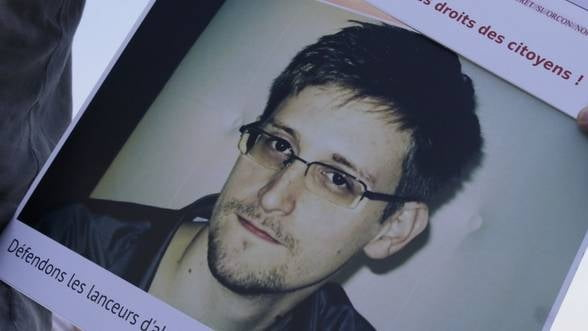 Snowden s-ar putea muta in Elvetia, riscurile de extradare in SUA fiind reduse