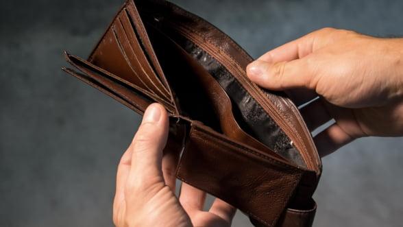 Sondaj: Un sfert dintre angajatori ingheata salariile in acest an