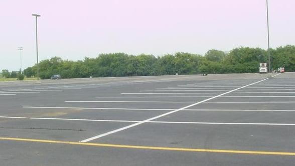 Sondaj Business 24: Jumatate dintre romani nu vor investi intr-o masina in 2012.