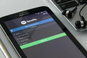Spotify lanseaza podcasturi platite fara a percepe comision