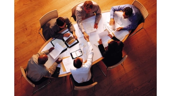 Sprijin pentru clustere. In 2014 se lanseaza o platforma dedicata oamenilor de afaceri