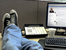 Stai pe Facebook? Retelele sociale ne transforma in angajati imorali