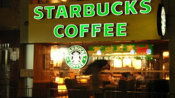 Starbucks, in lupta cu McDonald's si KFC: Cafea si aripioare