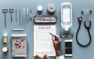 Startup-urile care folosesc Inteligenta Artificiala pentru a face tratamentul pentru cancer mai eficient si mai ieftin