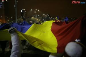 Steagul urias creat in Piata Victoriei si protestele de duminica au facut inconjurul lumii