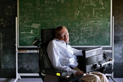 """Stephen Hawking construieste o nava care ar putea ajunge la """"al doilea Pamant"""" in 25 de ani"""