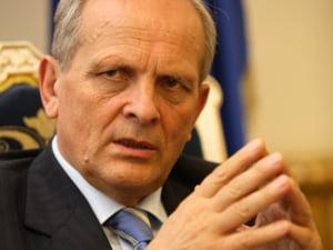 Stolojan: Romania ar trebui sa renegocieze cu FMI un deficit bugetar mai mare