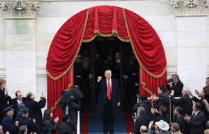 Strans cu usa de presa, Trump dezvaluie ce taxe a platit la stat. Datele insa sunt incomplete
