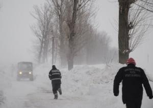 Sudul Romaniei e paralizat de viscol: Drumuri inchise, sute de oameni salvati din nameti - LIVE