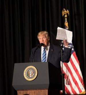 Suparat ca nu a strans voturile pentru schimbarea legii, Trump ameninta ca va lasa sa explodeze Obamacare