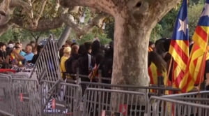 Sute de oameni protesteaza la Barcelona, cerand independenta Cataloniei