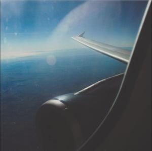 TAROM va oferi calatorilor AirFi in avioane. Nu este Internet!