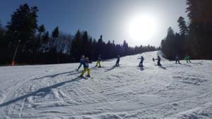 Taberele de schi de pe Valea Prahovei, cautate de incepatori. Care sunt preturile lectiilor de schi