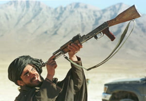 Talibanii erau sa doboare un F-16 american cu Kalashnikovul