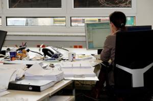 Tara unde angajati sunt obligati de sefi sa le smulga firele de par albe. Cum vor autoritatile sa opreasca gabjilul