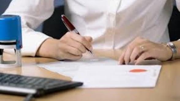 Tarifele notarilor au fost liberalizate doar pe hartie. Inca nu se cunosc procedurile pe care se aplica