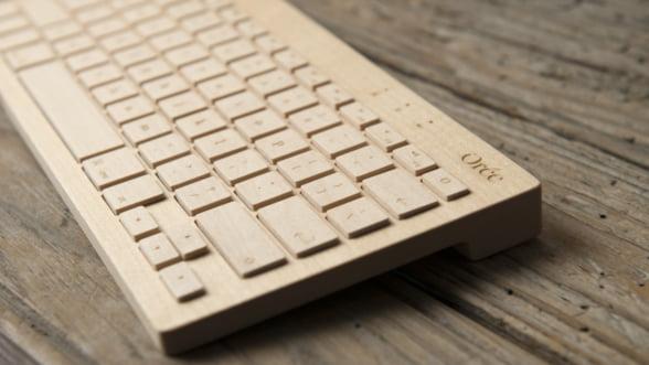 Tastatura wireless din lemn sculptat: Fii elegant si eco!