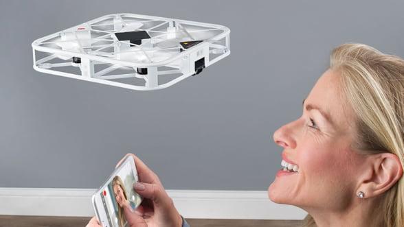Te-ai saturat de selfie stick? Trimite o drona sa-ti faca poze!