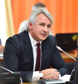 Teodorovici spune ca de anul viitor se va merge pe cresterea prevazuta in Legea salarizarii
