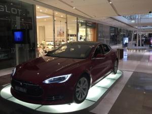 Tesla lucreaza la masina cu pilot automat - cum sunt cautati inginerii