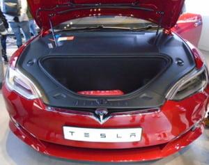 Tesla recheama peste 50.000 de masini pentru probleme la frana