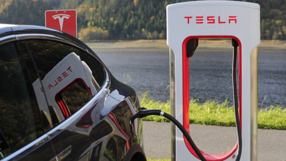 Tesla se extinde in Europa de Est