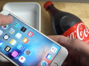Test de rezistenta trecut cu brio de iPhone 6S: A fost scufundat in Coca Cola (Video)