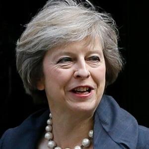 Theresa May cere controlul Internetului dupa atentatul din Londra. Facebook si Google raspund