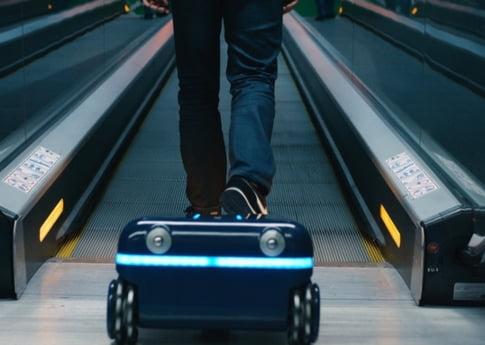 Ti-ar placea ca valizele tale sa vina singure dupa tine prin aeroport?
