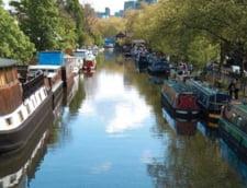 Tinerii din Londra fug de chiriile uriase si ajung sa traiasca in locuinte plutitoare