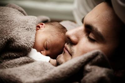 Tocmai ai devenit tata? Sfaturi pentru a gestiona schimbarile cu care te confrunti
