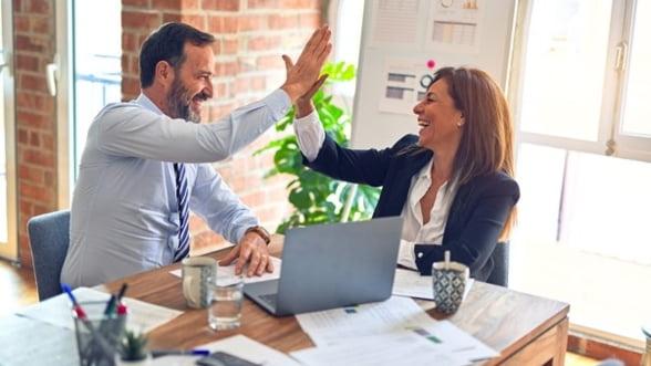 Top cinci idei de cadouri inspirate pentru colegii de birou