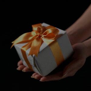 """Topul cadourilor de Paste, """"ridicol de scumpe"""""""