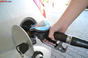 Topul suferintei la pompa: Cat din venitul zilnic dau romanii pe un litru de benzina