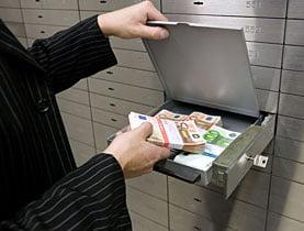 Tot mai multe banci elvetiene cer dobanzi clientilor pentru depozitele in franci