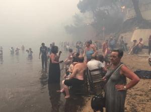 Tragedie in Grecia: Incendiile au ucis 74 de oameni, inclusiv turisti. Unii au fost gasiti imbratisati, la cativa metri de mare (Galerie foto) UPDATE