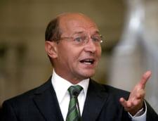 Traian Basescu: Concedierea celor 120.000 de bugetari se va face...natural