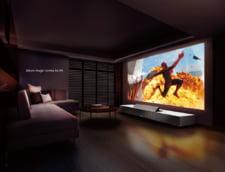 Transforma-ti livingul in cinema cu un proiector destept ascuns in mobila