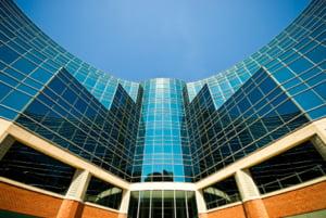 Tranzactiile imobiliare majore din Romania au scazut cu 50%
