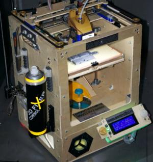 Trei clujeni au creat o imprimanta 3D care poate face figurine din ciocolata si nu costa foarte mult Interviu