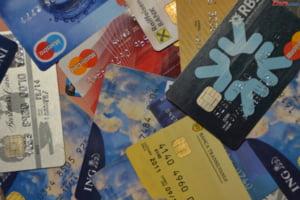 Trei romani au fost arestati in Irlanda intr-un caz de frauda bancara si clonare de carduri