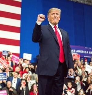 """Trump, acuzat de democrati ca a aruncat SUA """"in haos"""", in ajun de Craciun"""