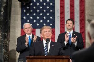 Trump vrea sa arunce bombe atomice ca sa impiedice uraganele sa ajunga in SUA