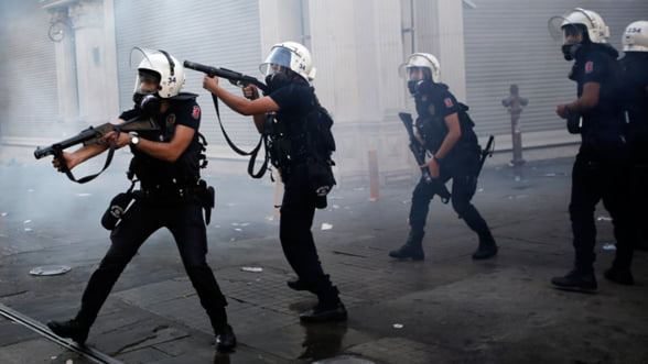Turcia. Vicepremierul prezinta scuze manifestantilor raniti, dar cere incetarea protestelor