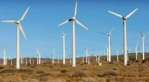 """Turism """"energetic"""": parcul eolian din mijlocul Platoului Bucegi"""