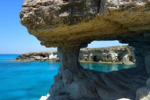 Turistii romani vor fi testati pentru coronavirus inainte de intrarea in Cipru